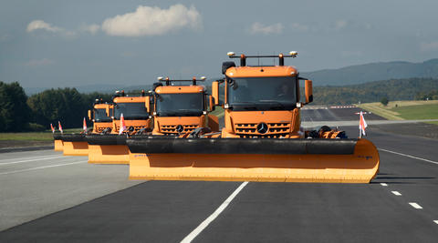 Mercedes-Benz Arocs 2045 AS 4x4, OM 470 LA, Grounder, 315 kW (428 hp) and 2100 Nm of torque, snow-clearing semitrailer c